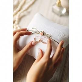 Almofada de Anel Branco com Enfeites de Encaixe