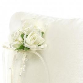 Almofada de Anel Creme com Flores Brancas
