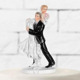 Figura de Noivos Levando a Noiva